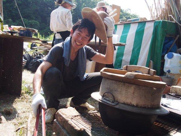 畑で素敵な空間を演出し、採れたて野菜の料理が並ぶファームキャンプパーティーが楽しすぎた! (6)