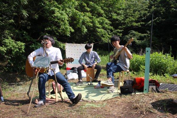 畑に素敵な空間を演出し、採れたて野菜の料理が並ぶファームキャンプパーティーが楽しすぎた! (11)