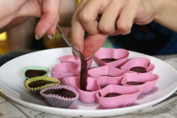 輸入したカカオ豆からチョコレートを作るワークショップを開催!真のチョコレートの作り方!! (4)
