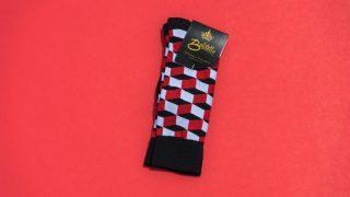 白と赤と黒のチェックの靴下