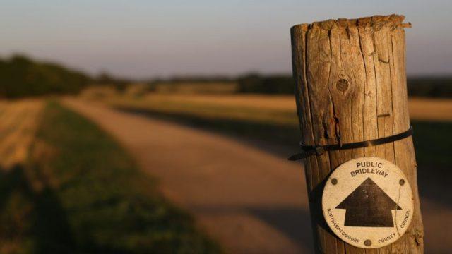 公共道路を指す標識