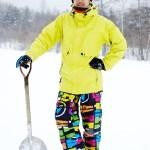 雪国に住んでいる人は雪かきやスコップは車に常備しているのでしょうか