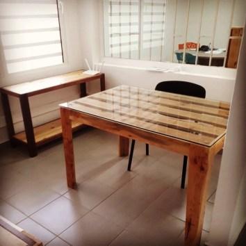 Bureau et étagères en palettes - TAKARI DESIGN - Guyane - La Fabrique du Dégrad