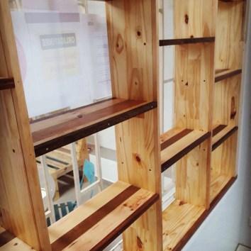 Etagères en bois de palettes et chutes de bois de Guyane - TAKARI DESIGN