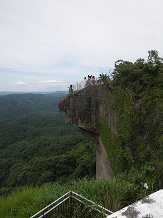 鋸山の登山に徒歩で挑戦 無料駐車場から地獄覗きまでの所要時間。