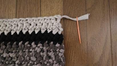 Tシャツヤーンの手編みラグマットの作り方 編み方の写真付き♡