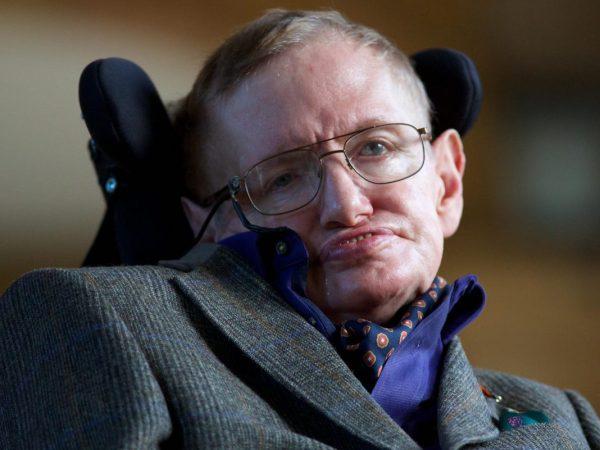 車椅子に乗った天才学者 ホーキング博士