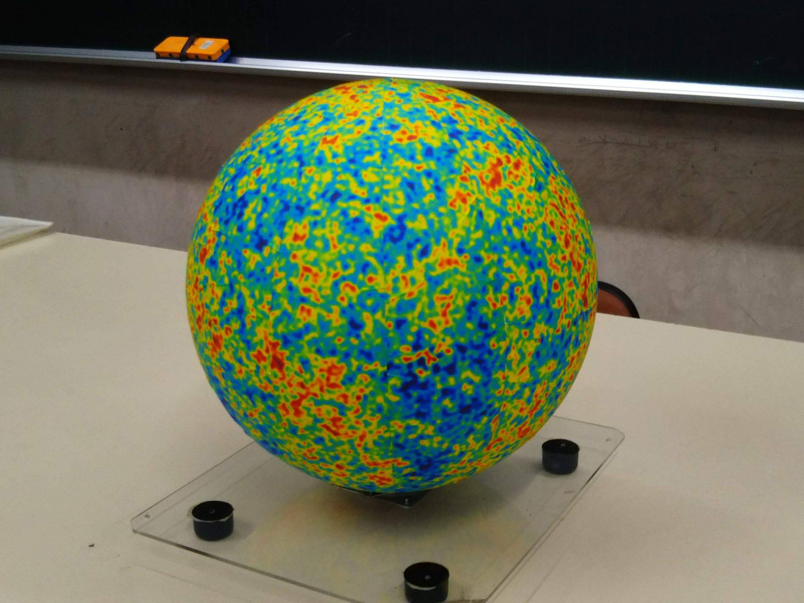 宇宙背景放射の温度ゆらぎの図(WMAP)を球体にしてみました。最近の投稿カテゴリーアーカイブ化プロフィール高津科学