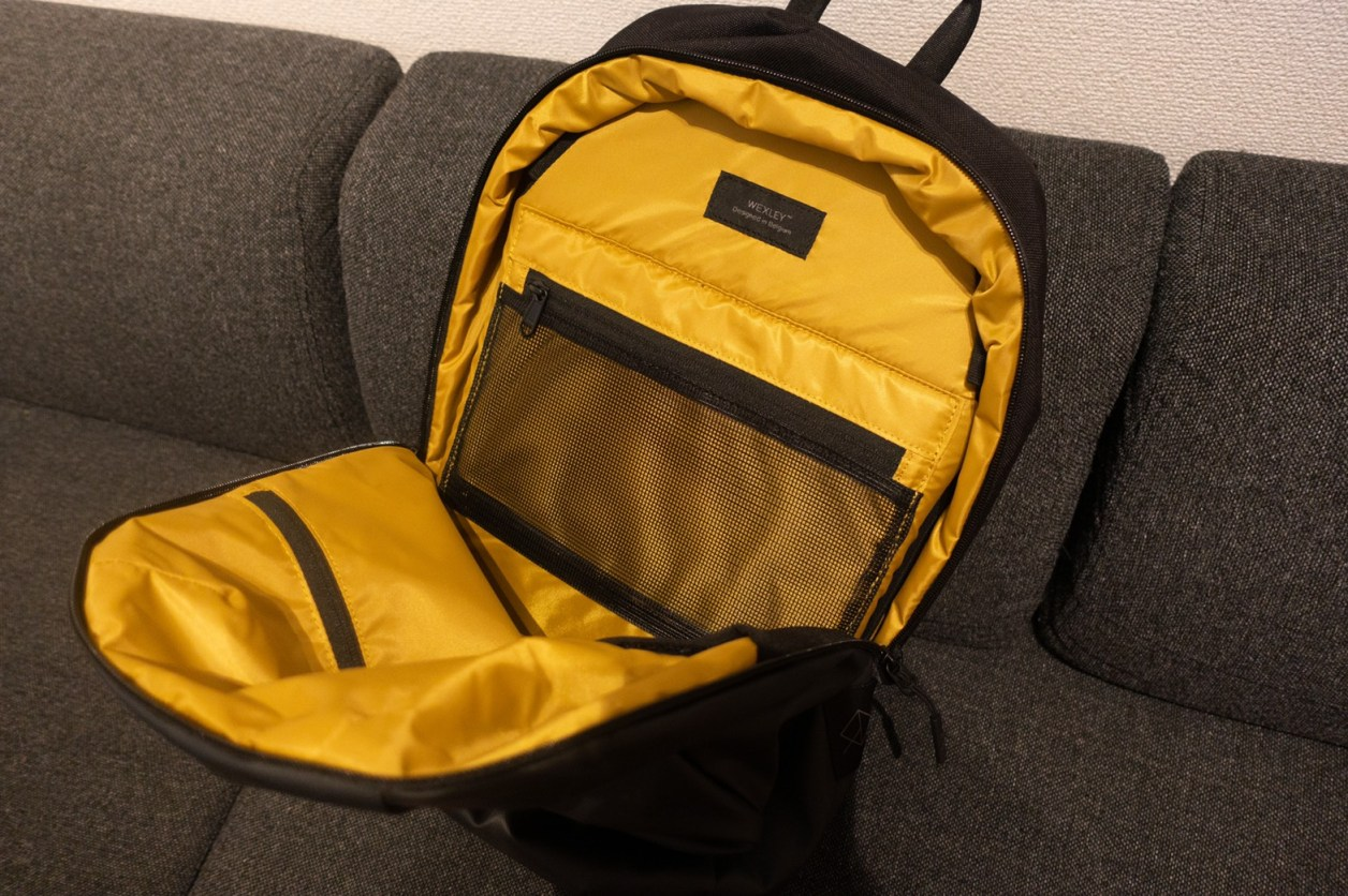 STEM BACKPACK CORDURA COATED BLACKメイン収納