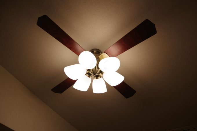LED電球を取り付けて作業完了。