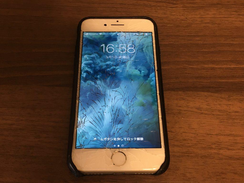 画面が破損したiPhone 7