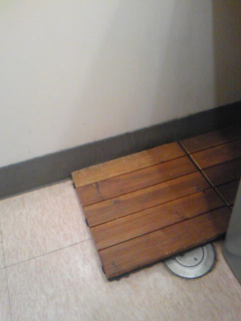 コンビニトイレの踏み台