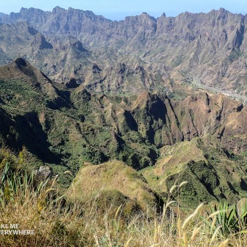 Paysage montagneux sur la route de la corde
