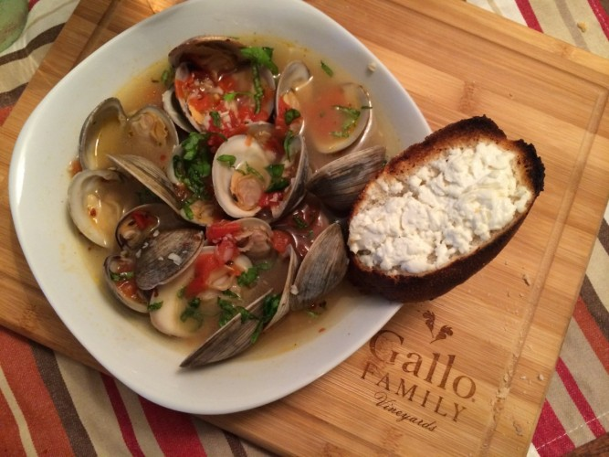 Clams in White Wine Sauce with Goat Cheese Crostini #SundaySupper