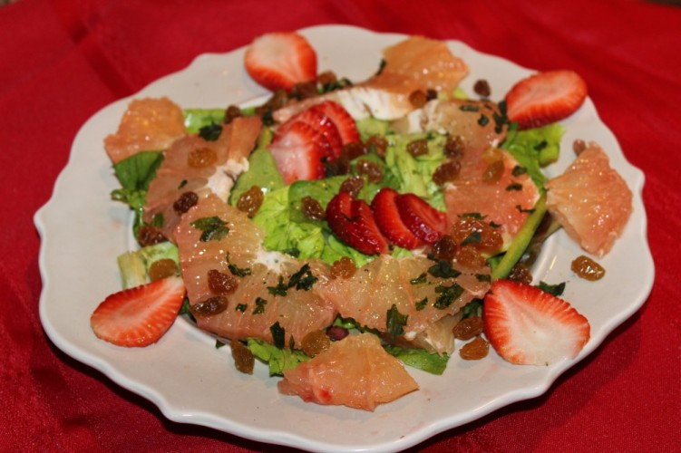 Florida grapefruit salad with strawberries and golden raisins #flgrapefruit