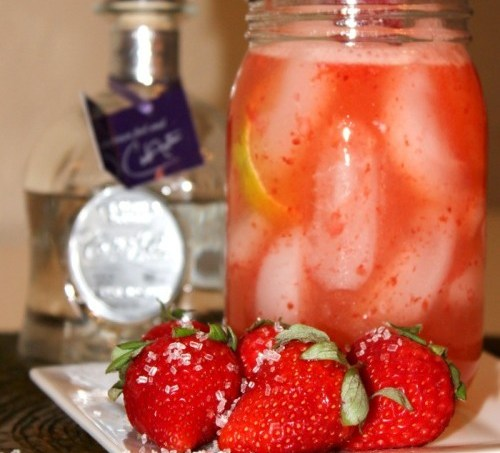 Skinny Strawberry Margarita #MargaritaDay
