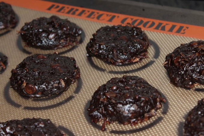 Healthy Flourless Chocolate-Coconut Avocado Cookies