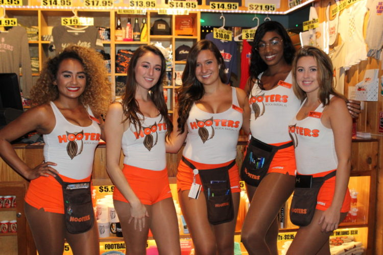 Hooters of Boca Raton, Hooters Girls