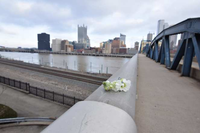 bouquet on smithfield street bridge downtown pittsburgh