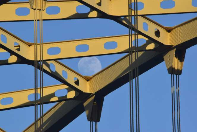 moon fort pitt bridge downtown pittsburgh