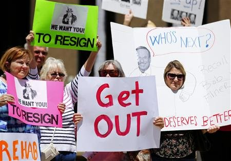 REUTERS/Mike Blake from news.yahoo.com