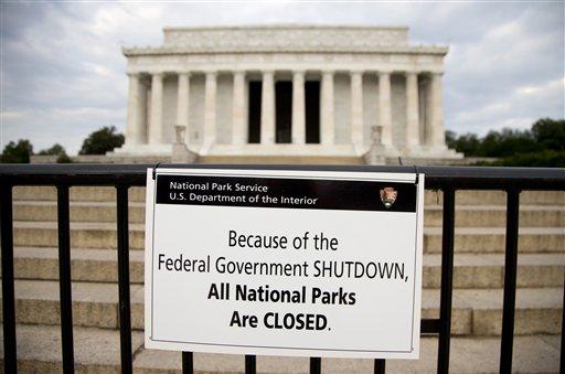 閉鎖されたリンカーンメモリアル AP Photo/Carolyn Kaster)