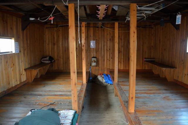 空木平避難小屋 室内