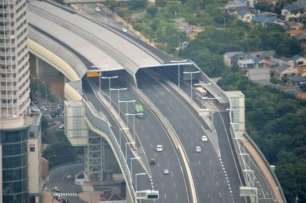 明石海峡大橋 頂上からの高速バスターミナル
