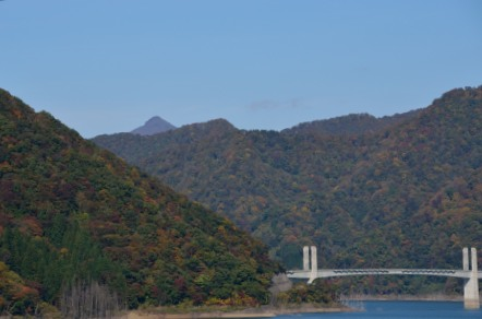 徳山ダム 徳山湖 冠山