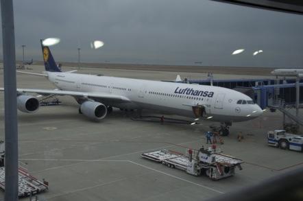 中部国際空港 ルフトハンザ航空 A340-600  LH737