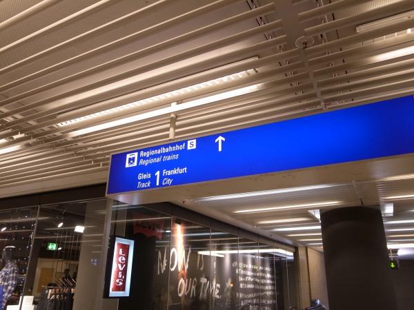 フランクフルト空港 トランジット S8 近距離線
