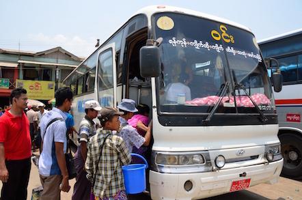 ミャンマー バス