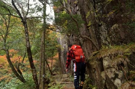 小秀山 二の谷ルート 鎧岩