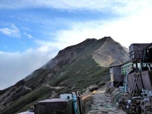 八ヶ岳の赤岳から硫黄岳に縦走登山!初心者には難易度が高いルートもあったけど、人気も納得の素晴らしい縦走登山でした。1日目:赤岳展望荘でお泊り編