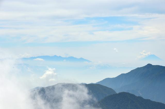 立山三山縦走 雄山からの眺め 餓鬼岳から八ヶ岳方面