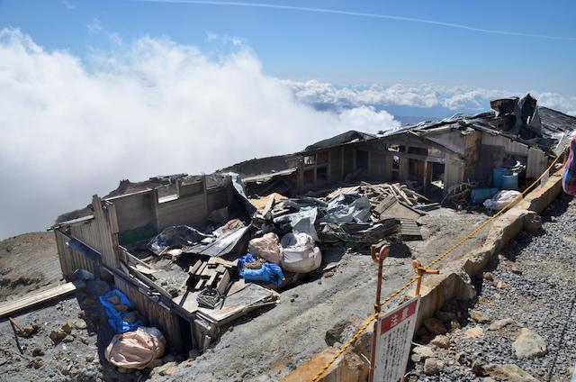 御嶽山 黒沢口登山道 規制一時解除区域 解体された頂上山荘