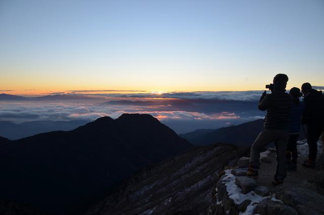 燕山荘からの夜明け