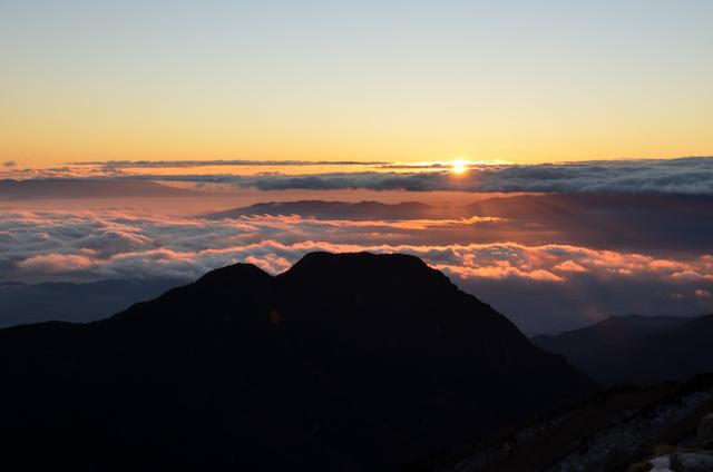 燕山荘前 朝日