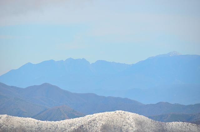 横川山 山頂 南アルプス方面 鋸岳〜甲斐駒ヶ岳方面