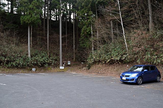 下山 南沢山 ふるさと村自然園登山道 登山口駐車場