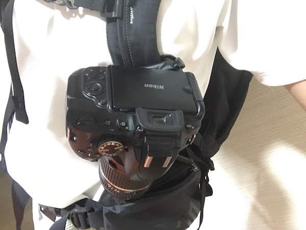 ノーブランド品 カメラクイックリリース 30mmネジ交換 ザックに取付後