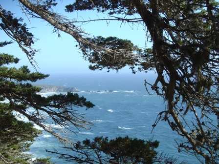 view of pacific ocean from pacific coast highway, big sur mountains