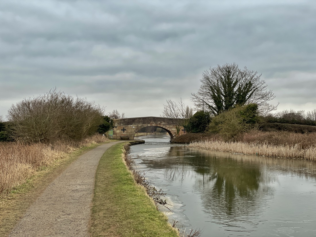 Walking along the Leeds Liverpool Canal from Netherton to Maghull