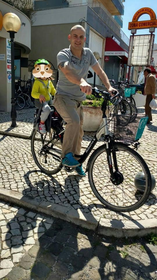 bicicleta-eléctrica-cadeira-de-bebe