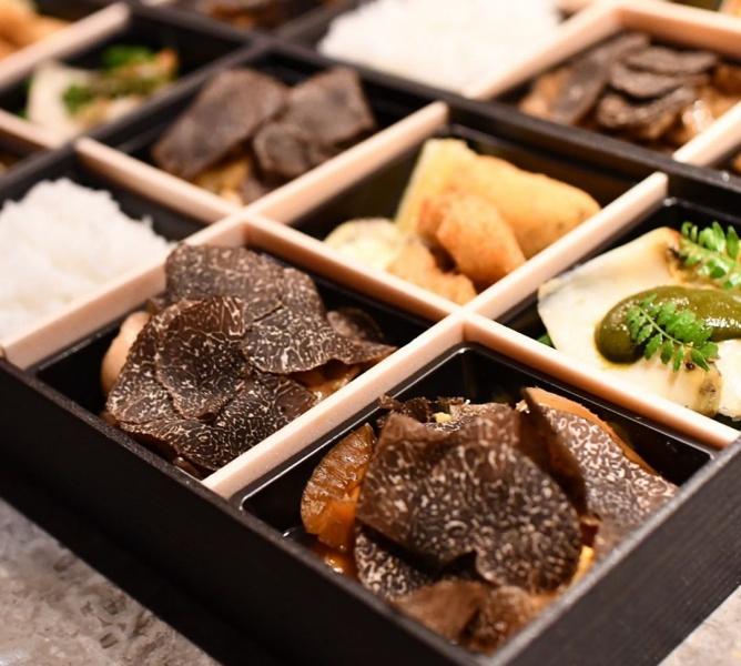『黒トリュフ尽くし弁当』 / 9,800円(税別)ご飯大盛り+150円