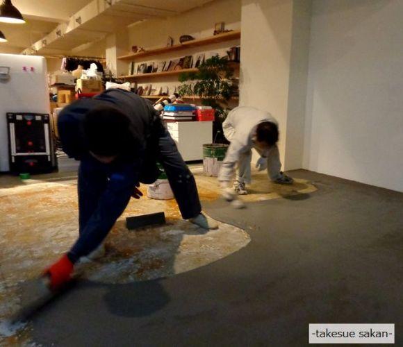 結婚式場の床の仕上げ塗り