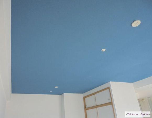 新築マンションの天井 スカイブルー
