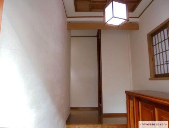 戸建て住宅 玄関壁のエコ・クィーン塗り替え