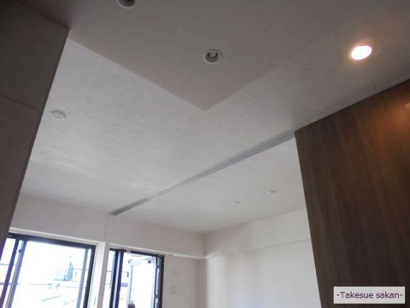 キッチンから見たLD天井(エコ・クィーン塗り)