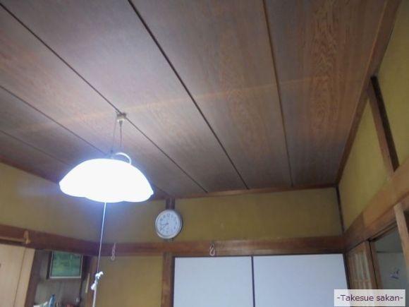 クロス張り前の暗い天井